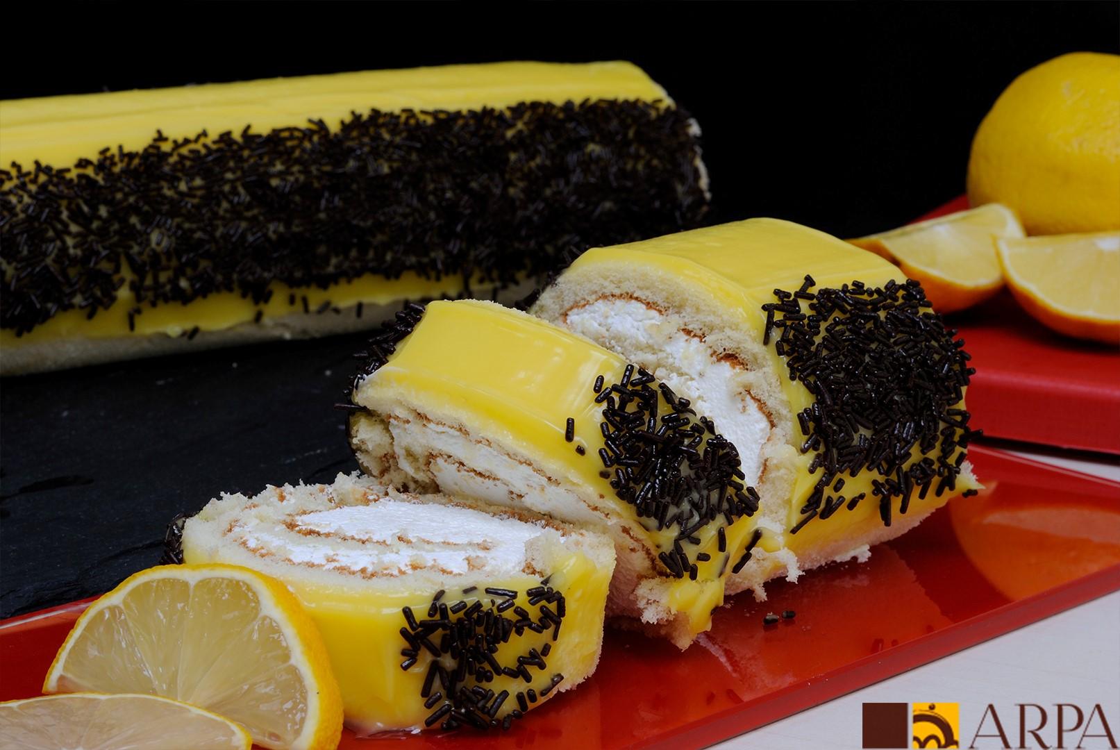 Brazo de gitano relleno de nara con limón y recubierto de una capa de crema de limón elaborada con limón natural