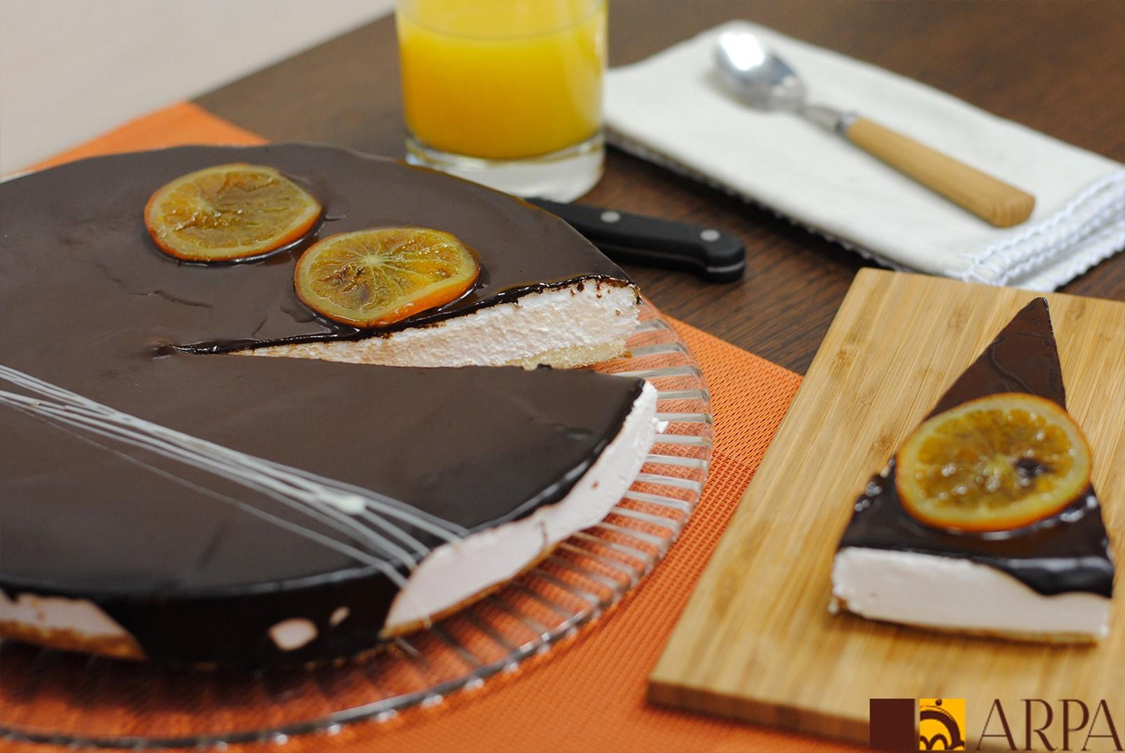 Mousse de naranja elaborado con zumo de naranja natural recubierto de una fina capa de chocolate negro