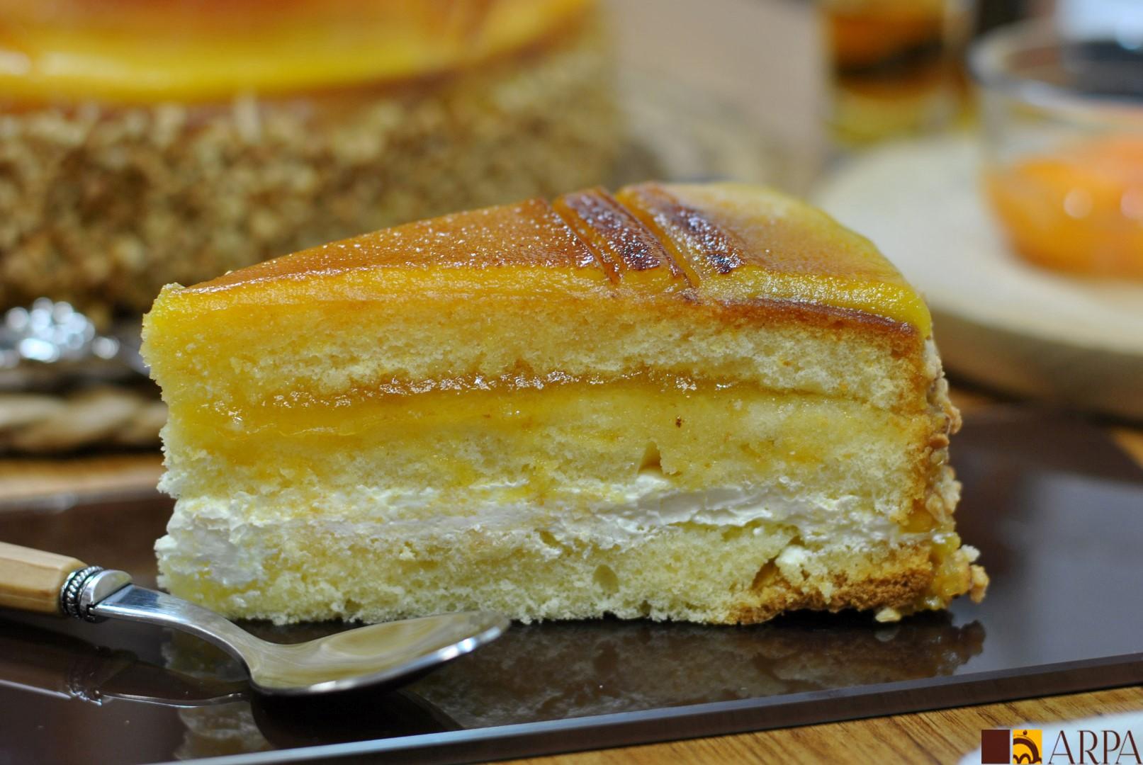 Corte pastel de yema