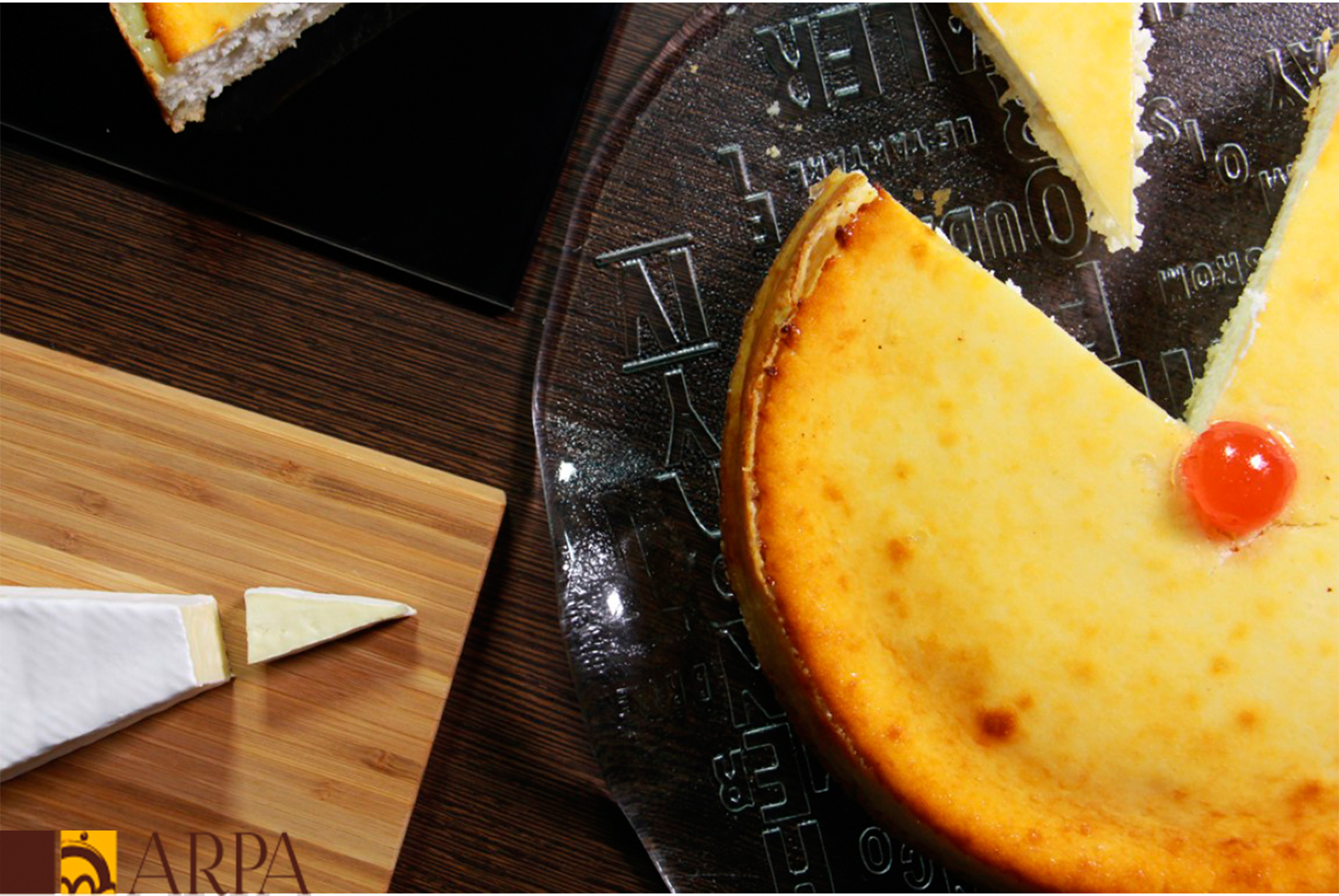 Presentación de pastel de queso crema horneado