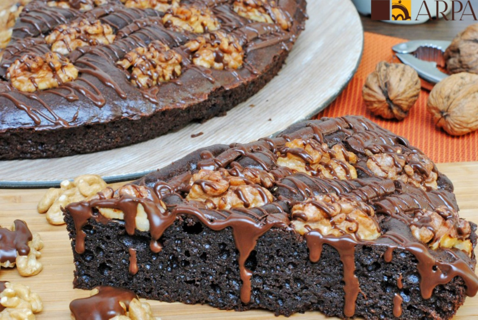 Tarta de brownie chocolate con nueces